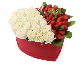 Розы и клубники
